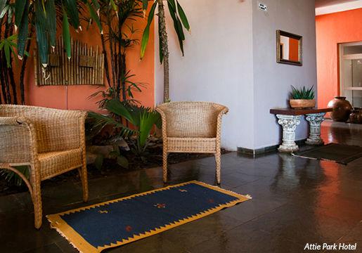 UBERLÂNDIA: 1 Diária p/ Casal + Café em Hotel com Piscina