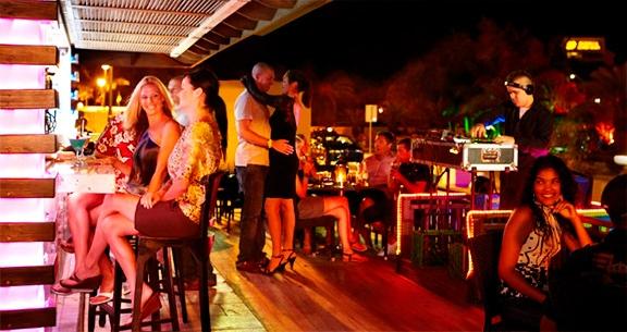 Vida noturna em Aruba