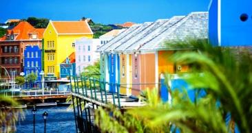 CARIBE com 51% OFF: Curaçao com Passagem Aérea + 5 Noites