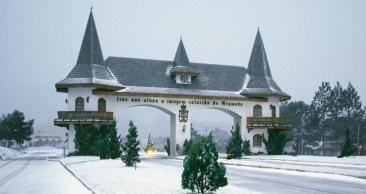 Férias de Inverno em Gramado: Aéreo + Hotel + Carro