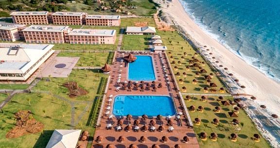 VILA GALÉ TOUROS: 4 Noites em Resort ALL INCLUSIVE
