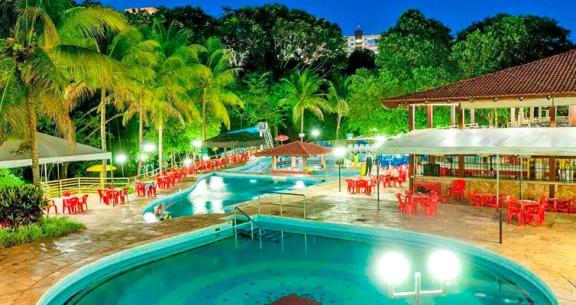 RÉVEILLON em CALDAS NOVAS: Aéreo + 3 Noites + Meia Pensão