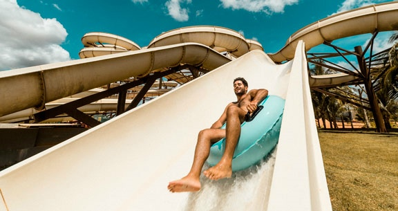 Olímpia: ACESSO ILIMITADO ao Hot Beach + RESORT com café
