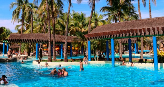 THERMAS DOS LARANJAIS: Resort com 11 PISCINAS + Ingressos
